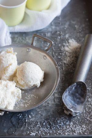 Kokosijs met geroosterde kokosnoot en malibu | Recept - Met
