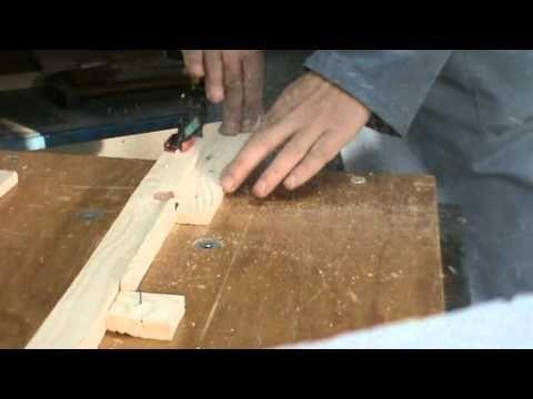 ▶ Fabricarea lateralelor de la ramele apicole - YouTube