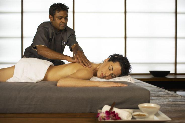 Gönnen Sie sich eine entspannende Massage!  1 Übernachtung im Standardzimmer für 2 Personen Frühstücksbuffet 2x Eintritt Bernaqua 2,5h inkl. 30 Minuten Aroma-Öl-Massage 3 Gang Abend- Menü CHF 384.- für 2 Personen