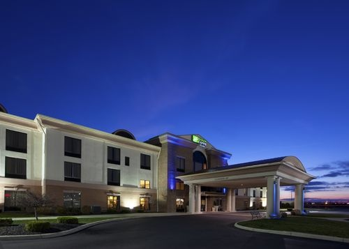 Bowling Green Affordable Hotel in Bowling Green, Ohio   Holiday Inn Express Hotel & Suites. A great place to stay while visiting Bowling Green, Ohio! Be sure to stop in to the Bowling Green Visitors Center! #travel #visitbg #bowlinggreen #BG #hotel #holiday #inn