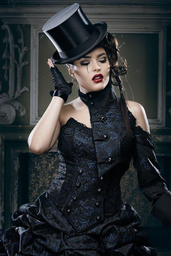 Extravagante Brautmode, schwarze Brautkleider, rote Brautkleider, schwarz-weiße und ausgefallene Brautmode - Extravagante Brautmode, ausgefallene Hochzeitsanzüge, Gehröcke