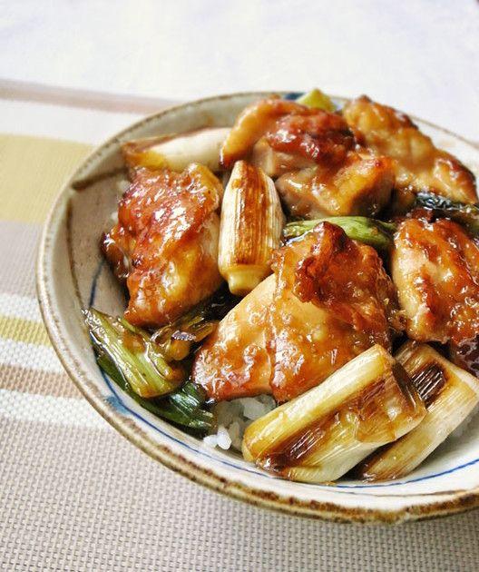 100レポ感謝★鶏肉は小麦粉をつけて焼くのでコンガリ、ネギもトロトロ!ご飯ガッツリ進み、串より焼き鳥食べた~感でますよ笑