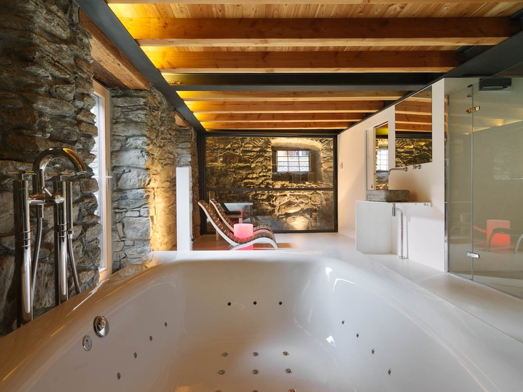 Dreamy spa where wood and stone plunge guests into the atmosphere of a rural building in the Aosta Valley, allowing them to fully experience the authentic charm of the Val d'Aosta.