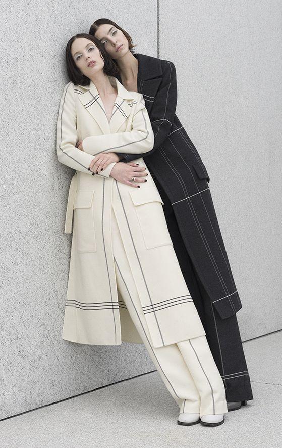 '2 Become 1' - Dajana Antic and Chrystal Copland. Photography by: Dominik Tarabanski.