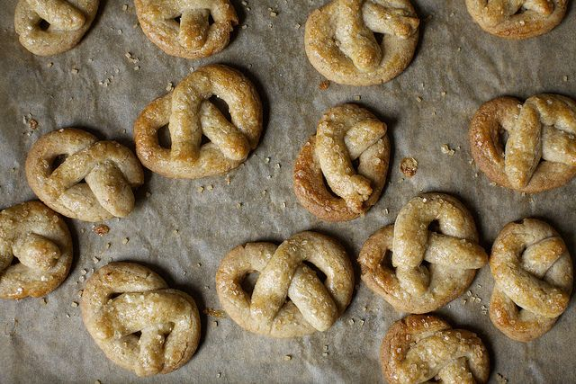 sugared pretzel cookies