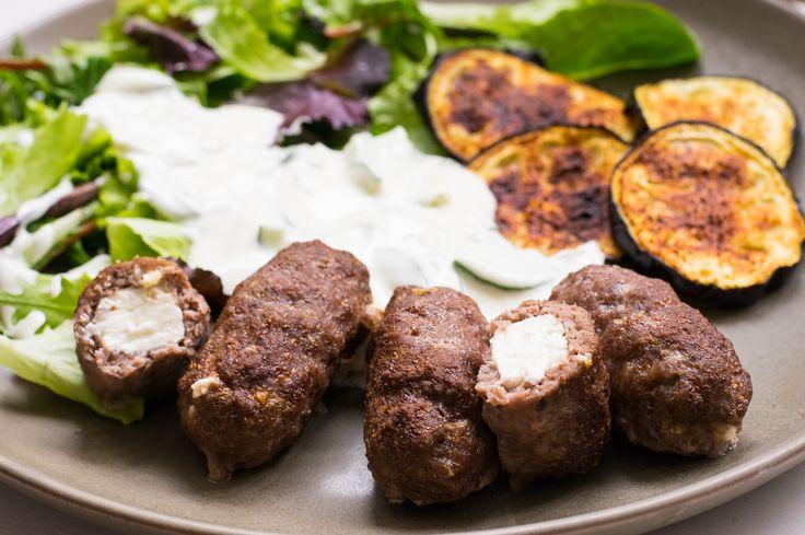 Ein Teller voller griechischer Köstlichkeiten - schmeckt wie beim Griechen und ist gleichzeitig Low Carb! Die gute Alternative zum Restaurantbesuch.