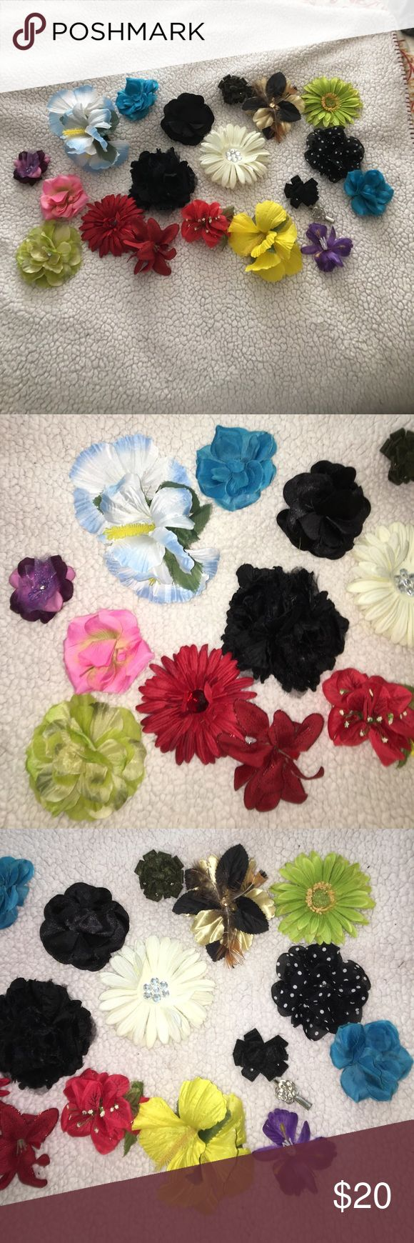 💆🏼20 bundle flower hair clips Great condition . A few flaws but the price is lowered . Different types of flowers Accessories Hats