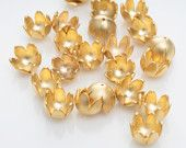 Flower Cap, Jewelry Supplies, Matte Gold Plated Over Brass - 4 pieces / BRS0001CAP/MG