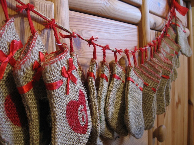 Tiny burlap stocking advent calendar. This is just darling!