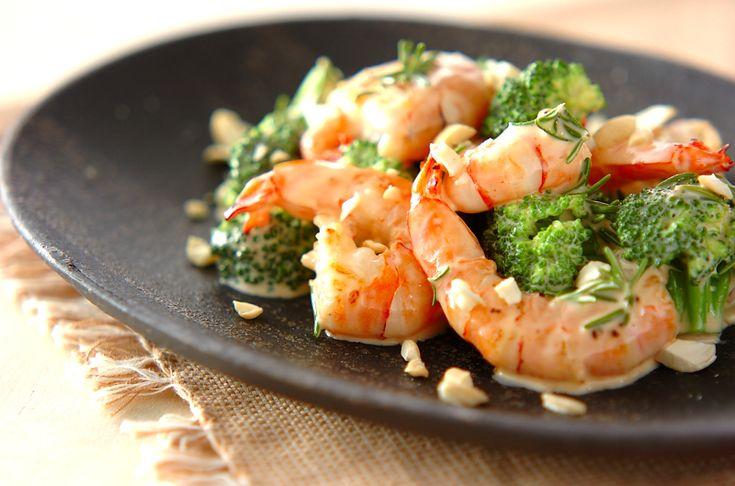 ローズマリーの香りがちょっぴり大人の味。ナッツとハーブのエビマヨ[中華/前菜]2006.10.25公開のレシピです。