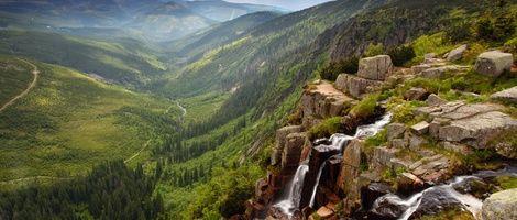 Ubytování v Krkonoších. Kolem 300 možností ubytování od chat až po luxusní hotely v pohoří, kde leží naše nejvyšší hora? Stačí si vybrat. Vyrazte do hor!