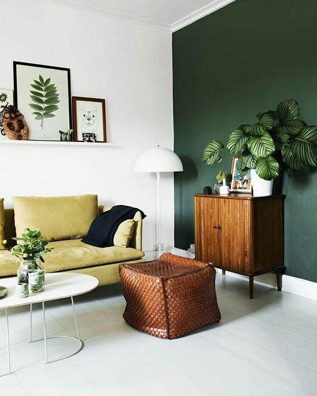 Dat hout combineert zo goed met die groene muur!  Fijn weekend allemaal!
