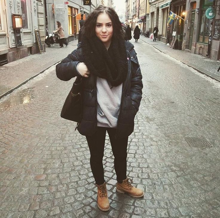 Tb #street #streetfashion #timberlands #fake #curls #darkhair #winter #sweden #fall #cold #stockholm #outfit #fashion #cosy #jacket #scarf #style
