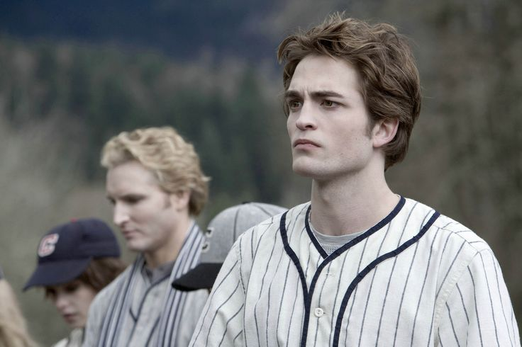Edward and the rest of the Cullens play baseball until James, Victoria (Rachelle Lefevre) and Laurent (Edi Gathegi) turn up and Bella's life ends up in danger. As tense as this scene gets...I do love to dance to Supermassive Black Hole by Muse ;)