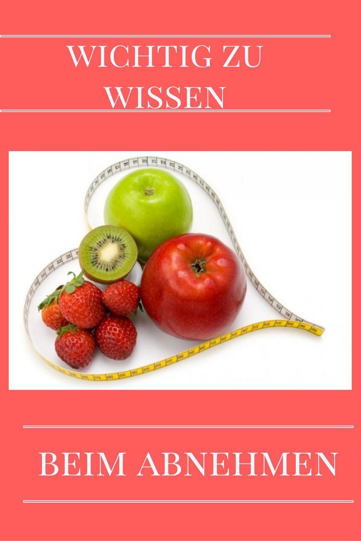 """Während einer Diät sollte zudem von Fruchtsäften, besonders aber von Fruchtsaftgetränken, Fruchtnektaren und allen Softdrinks ab. Auch zu viel Obst kann den Diäterfolg zunichtemachen. Denn nicht nur Fett, auch leicht aufschließbare Kohlenhydrate wie Weißmehlprodukte, Kuchen, Kekse und Süßigkeiten werden in Fettpölsterchen umgewandelt. """"Da Obst eine Menge Zucker enthält, blockiert es, in großen Mengen gegessen, genauso den Diäterfolg wie weißer Industriezucker."""""""