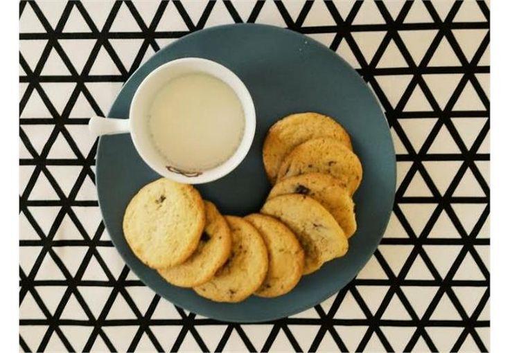 Αφράτα μπισκότα με κομματάκια σοκολάτας
