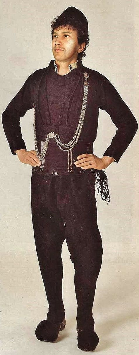 Traditional Karakasani (or 'Sarakatsani') costume from Thrace.  Clothing style: ca. 1900.  This is a recent workshop-made copy, as worn by folk dance groups.