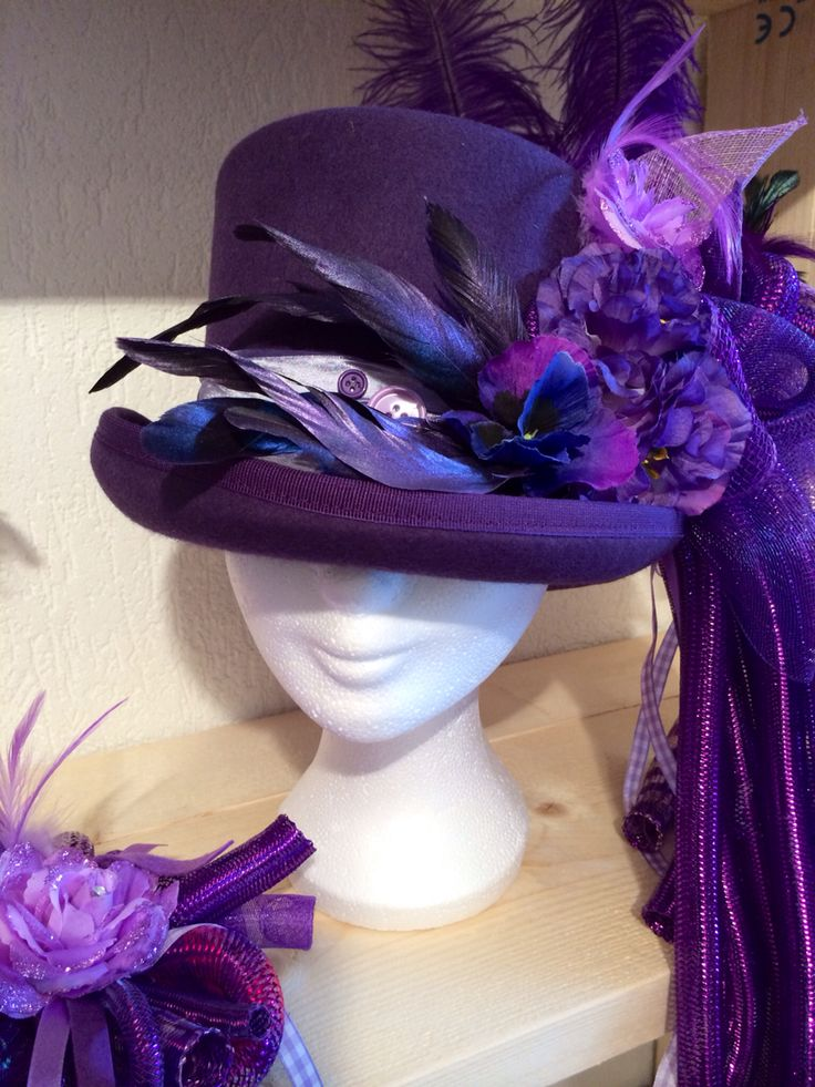 Handmade tophat purple for vastelaovend / carnaval. Order in any colour. Made by BTstyling. http://www.btstyling.nl http://www.facebook.com/beejtheunissen
