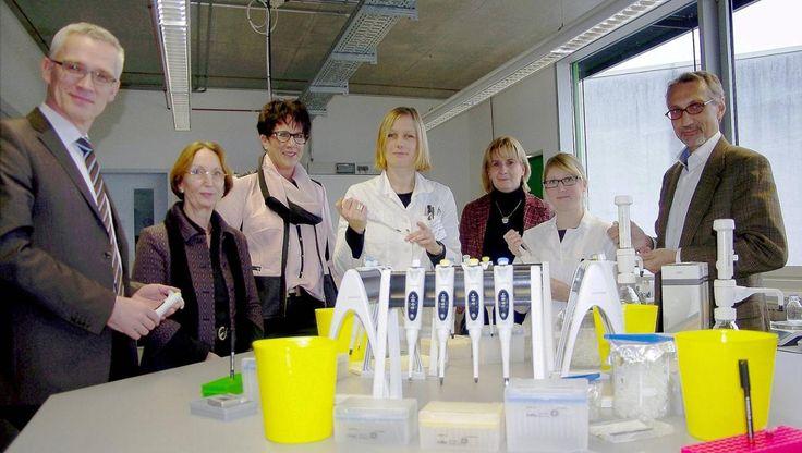 Unterstützung für das XLAB: Pipetten, Dosierpumpen, Waagen und andere Laborgeräte im Wert von mehr als 50000 Euro hat Sartorius an das Göttinger Experimentallabor für junge Leute gespendet. Foto: Paul
