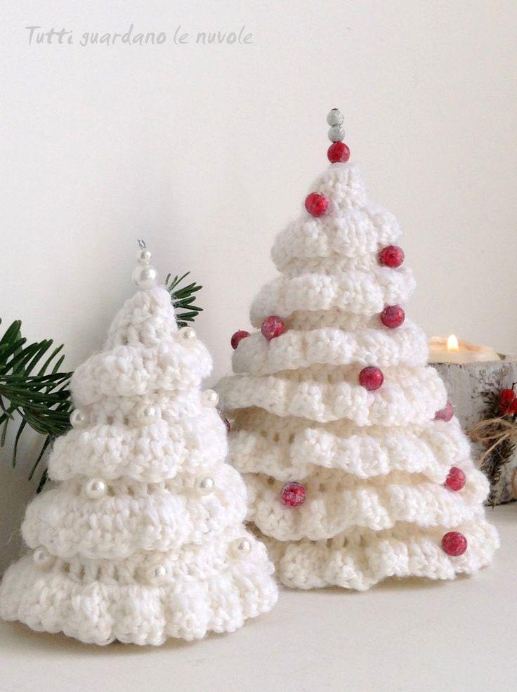 Alberelli natalizi di lana lavorati a crochet