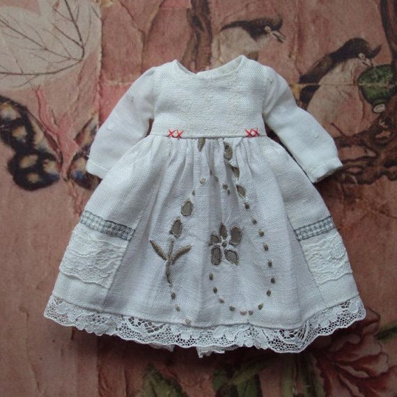 A beautiful vintage linen dress with swiss cotton dobby puffed sleeves, ribbon details and hand stitched accents in red. This dress has vintage lace details on the skirt and the linen has openwork embroidery details too in a soft grey which matches the ribbon prettily. Fastens with a snap.