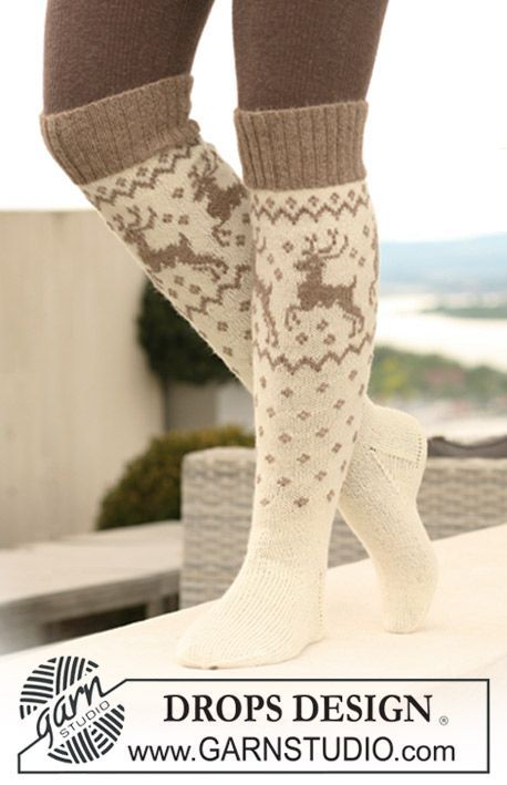 Flirt with the traditional reindeer pattern on these long #socks by #DROPSDesign. Get the pattern online - for free #knitting