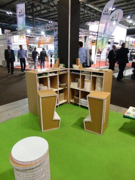 Sgabelli e desk eco friendly.