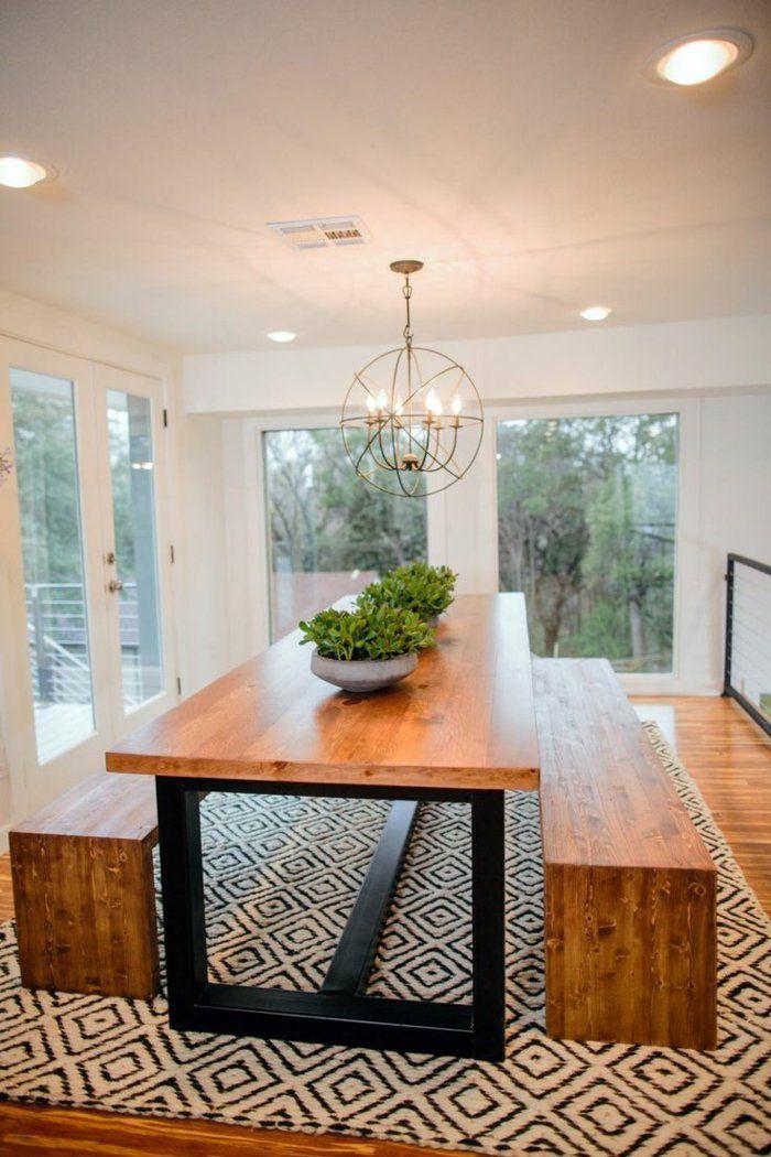 jolie salle à manger de style scandinave avec meubles en bois