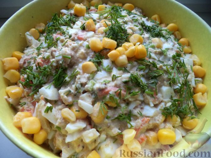 Рецепт: Салат из рыбных консервов с консервированной кукурузой на RussianFood.com