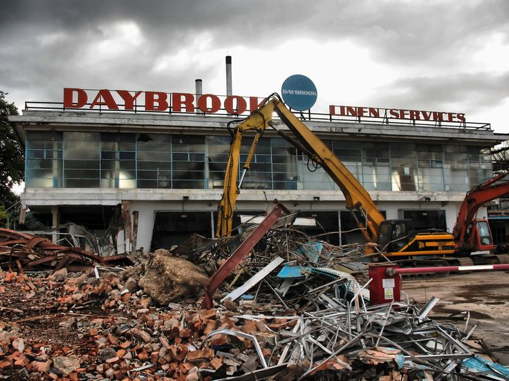 https://flic.kr/p/5ckkHz | The Demolition of Daybrook Laundry, Nottingham | The end of another Arnold/Daybrook landmark