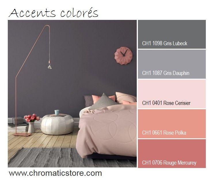 Les touches de différents roses permettent de personnaliser et féminiser cette chambre grise. www.chromaticstore.com #déco #couleur #gris #rose