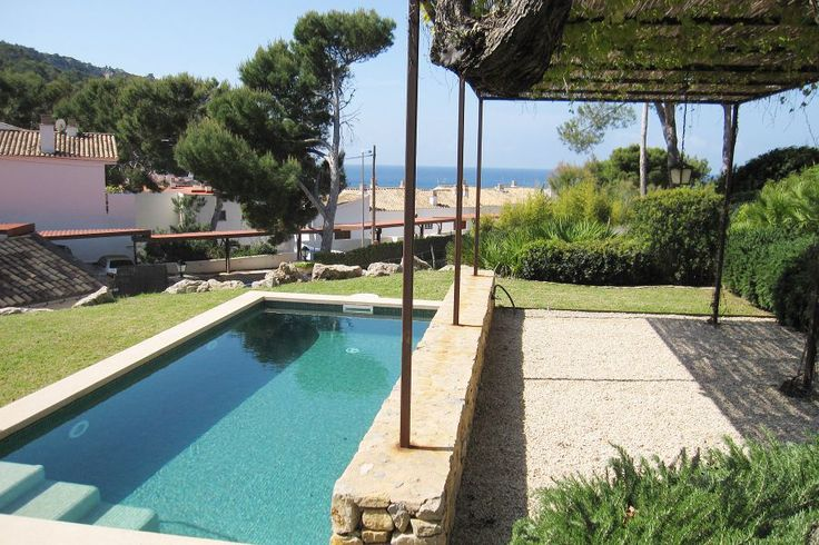 Andratx/ Puerto de Andratx, Southwest: Villa with pool and amazing seaviews in Sant Elm. 4 bedrooms, 3 bathrooms, 2 850€/ month.