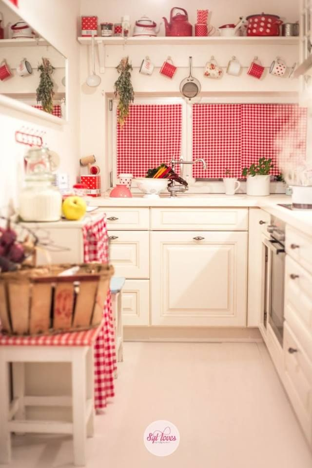 1500 best shabby chic kitchens images on pinterest for Small white country kitchen