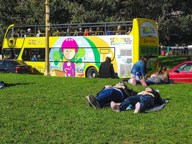 FOTOS SIN PORQUE: Feliz Día del Fotógrafo  #Cityscape, #Día del fotógrafo argentino, #fotografía callejera, #fotos, #Fotos urbanas de Buenos Aires, #gente en el paisaje urbano, #paisaje urbano, #photos, #street photography
