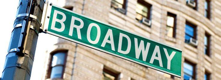 Os musicais da Broadway são uma importante parte do entretenimento de Nova York e das artes do espetáculo desde o século XVIII, e mantêm-se uma industria de grande importância na atualidade. As pessoas de todo o mundo que visitam Nova York fazem questão de ver alguns dos mais famosos musicais da Broadway disponíveis. Em alguns casos,