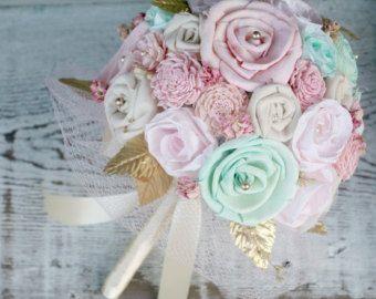 Rose pastel et la mariage autre Bouquet menthe à la main de la mariée - vert menthe, fard à joues rose, or, fleurs en tissu, Sola bois, fleurs sauvages