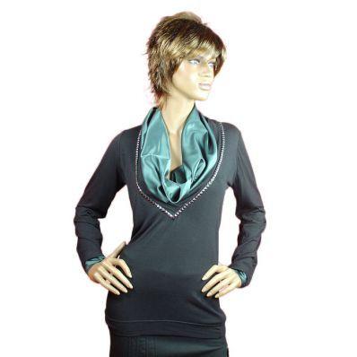48,00 € ----- Long t-shirt noir col châle vert impérial.  Pour un look chic et branché enfilez ce tee shirt long noir au joli col châle vert satiné.  Très classe, ce long tee shirt noir de 63cm environ met en valeur vos tenues.