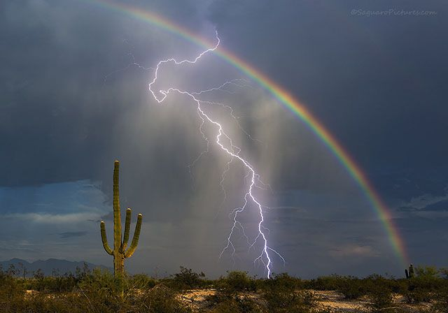 Tucson, Arizona-based photography enthusiast Greg McCown recently managed to capture a shot of a lifetime. While shooting landscapes near the small town of Marana, Arizona, McCown snapped this beautiful photo showing both a lightning bolt and a rainbow in the sky.