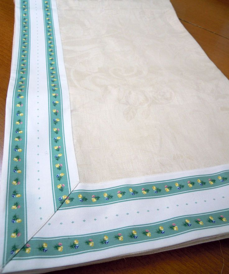 French Fiandra tablecloth of pure ivory linen with cotton application board (see photo).  Size: 250x180 cm