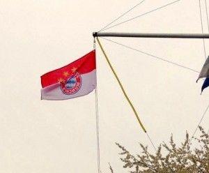 FC Bayern-Flagge, extra gehisst in Emsdetten, NRW