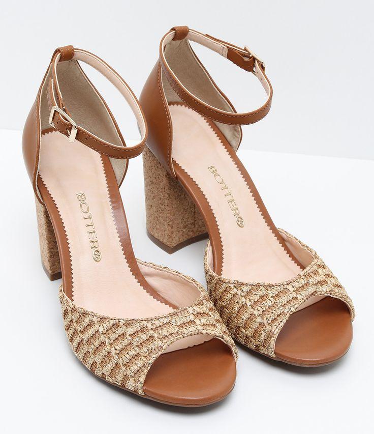Sandália feminina  Material: Sintético  Marca: Bottero     COLEÇÃO VERÃO 2017     Veja outras opções de    sandálias femininas.        Sobre a marca Bottero     A Bottero é uma das maiores fabricantes de calçados femininos do país. Seu objetivo é oferecer sapatos femininos com design, conforto e qualidade dentro do mesmo produto. Aqui nas Lojas Renner você encontra diversos modelos de sapatos femininos da Bottero como sapatilhas, scarpins, botas, rasteiras e sandálias, tudo com forte…