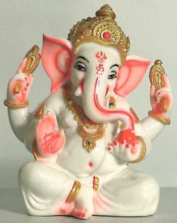 Ganesha, de God van kennis en wijsheid, neemt hindernissen weg en is de beschermheilige van reizigers