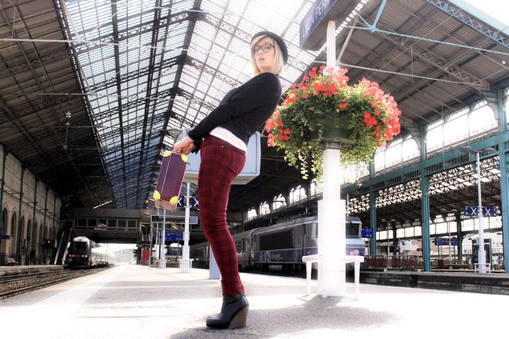 street look/fashion blogger/artlex/tartan/boyish style/rock/trainstation/british / veste @Kiabi France