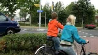 Een fietspad om de rotonde