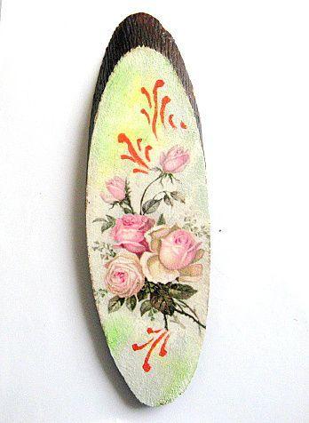 Tablou model buchet trandafiri roz pe trunchi de copac