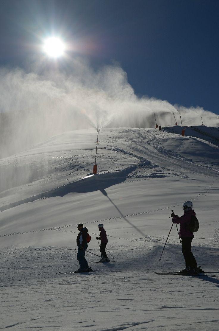 Aramón Javalambre, donde el sol ha acompañado también a los esquiadores, y el frío permite seguir con los trabajos de innivación en pistas. CERLER-21.12.13 - Perdiz Blanca - ©Foto-Adrenalina Cerler #esquiadas #esquiar #esquí #aramon #cerler