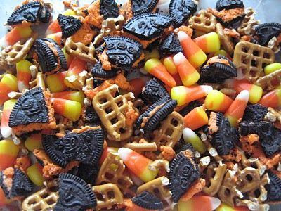 Halloween Snack Mix, oh man it has Oreos in it!!