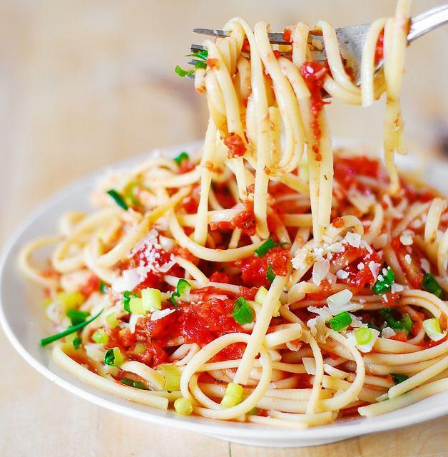 Easy marinara sauce recipe, spaghetti sauce from scratch, meatless spaghetti sauce recipe, recipe for spaghetti sauce, homemade spaghetti sauce recipe by JuliasAlbum.com, via Flickr