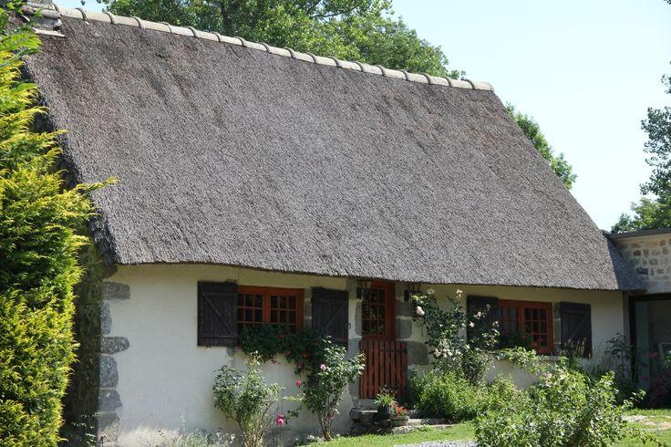 """Offrez-vous un séjour ou week-end romantique et """"cosy""""dans une véritable chaumière du sud de la Creuse, au coeur du Plateau de Millevaches."""