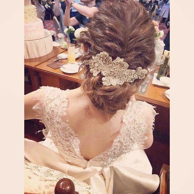 WEDDINGHAIR ウェディングヘア 大人可愛い ボンネ❤ウェーブした髪を活かしてラフにまとめ、下めに作ったシニヨンにはキラキラのボンネをつけてクラシカルなヘアスタイルに☆